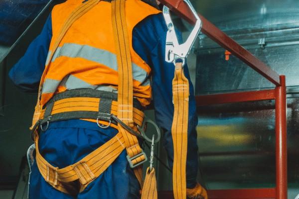 Safety belt atau sabuk pengaman